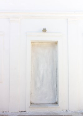 greece-white-door-santorini