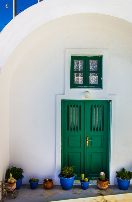 greece-green-door-plants-santorini