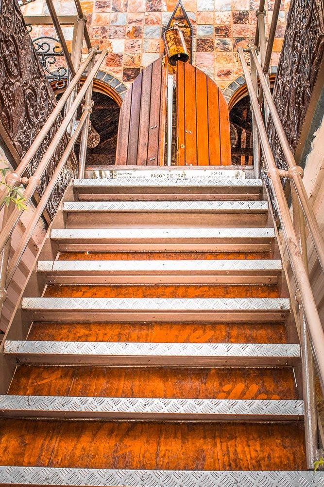 parys - hoi polloi- stairs