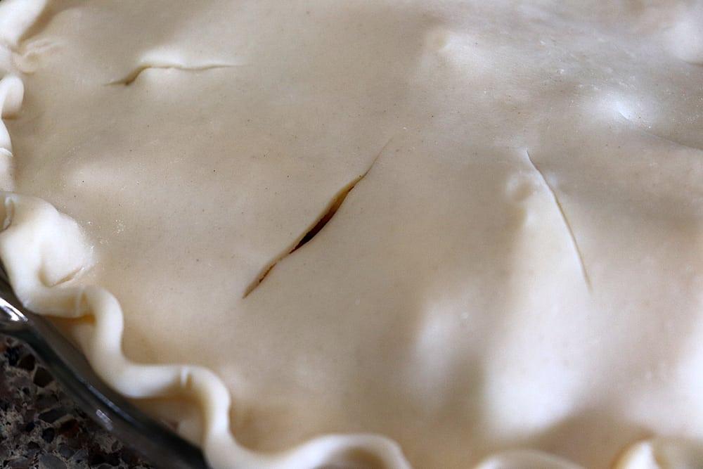 slicing vents into pie dough