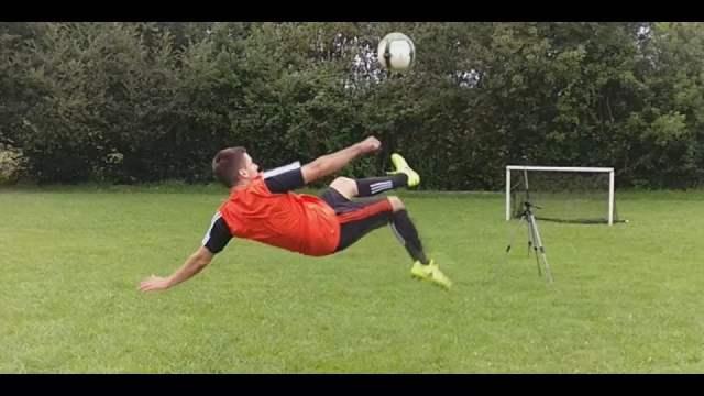 Chilena o tijera (fútbol)