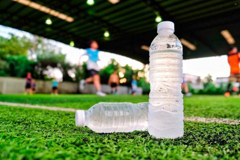 hidratación para preparar un partido de fútbol es clave