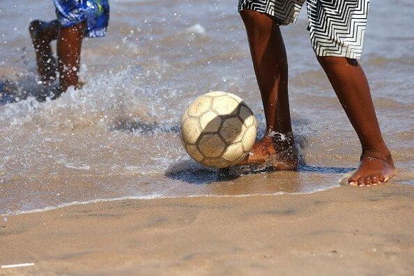 beneficios de entrenar descalzo en fútbol