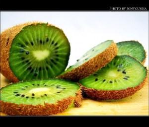 Kiwi fruit / Chinese gooseberry (Kiwi / Kivi) (Actinidia)