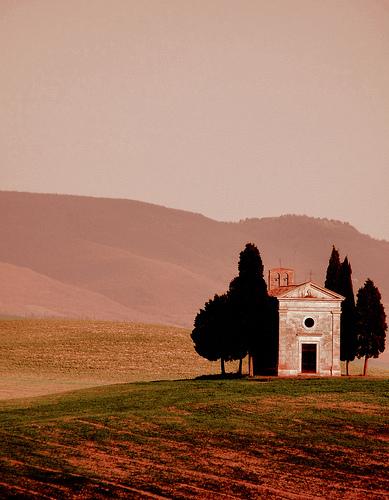 Capella della Madonna di Vitaleta by Lorena Torres Angelini