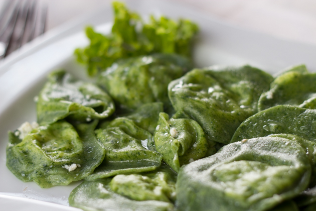Tortelloni di spinaci (stuffed fresh spinach pasta)