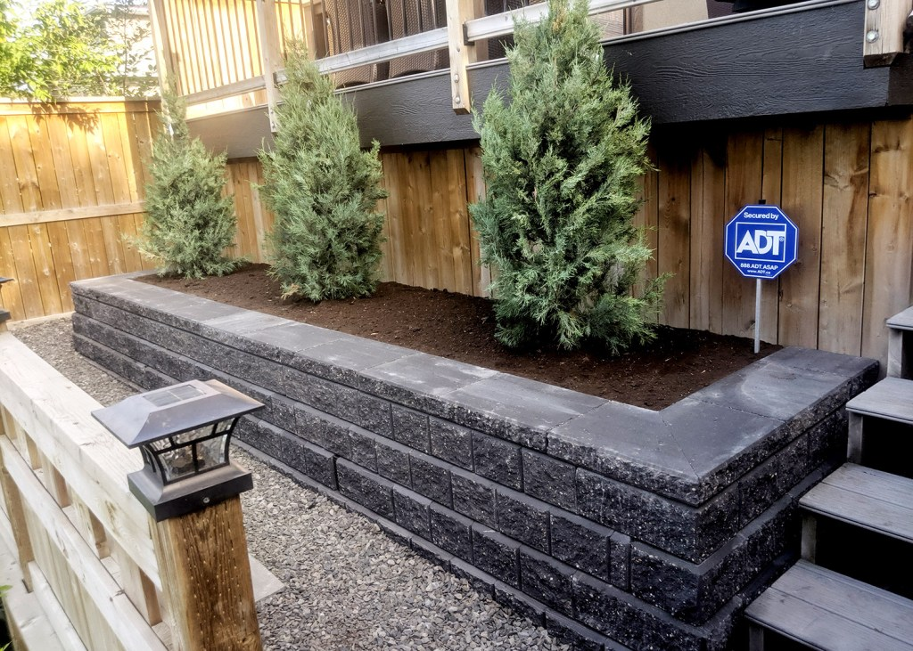 Living Earth Landscapes - Front Yard Landscaping Ideas - Planter