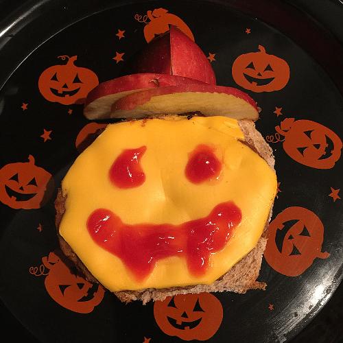 jack-o-lantern pumkin cheeseburger Halloween lunch idea