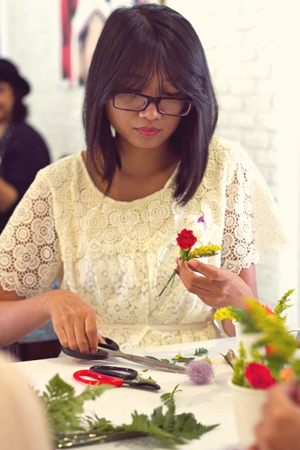 event-LivingLoving-Class-Play-with-flowers-august-2014-10