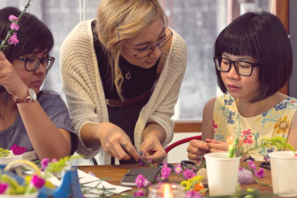 event-LivingLoving-Class-Play-with-flowers-august-2014-14