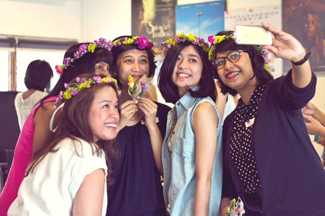 event-LivingLoving-Class-Play-with-flowers-august-2014-16