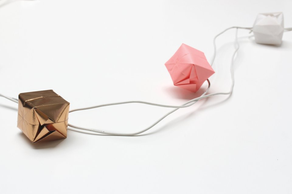 DIY-Origami-String-Lights-foldmenow-livingloving-13