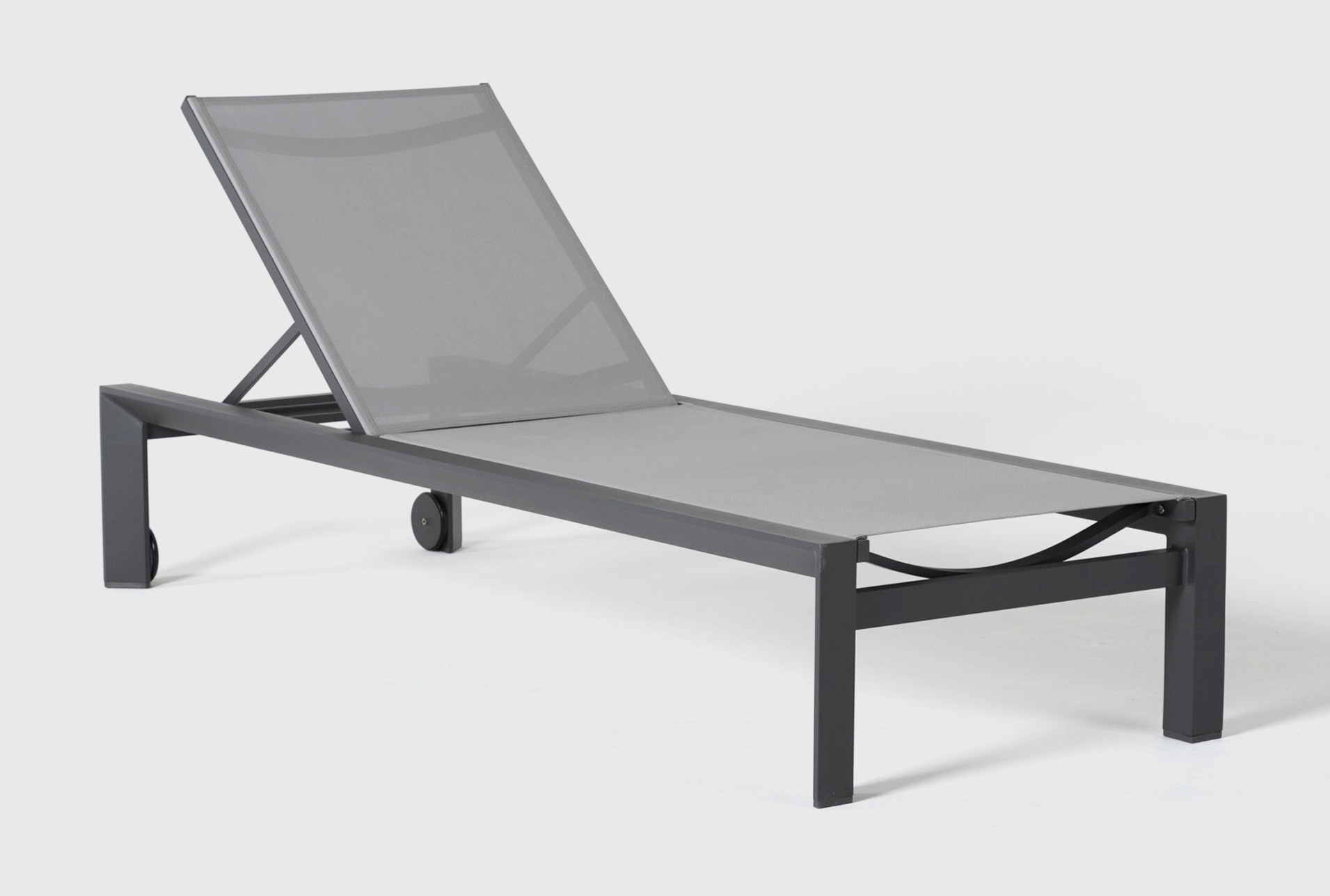 ravelo outdoor chaise lounge