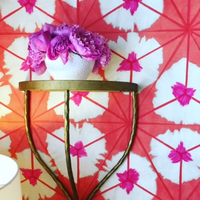 Pink and Coral wallpaper in a graphic sunburst pattern