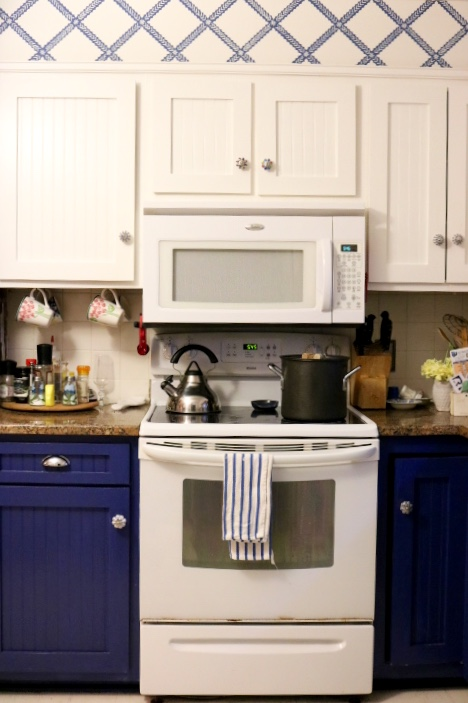 Navy Kitchen Cabinets- Blue And White Kitchen: Living With Color Designs