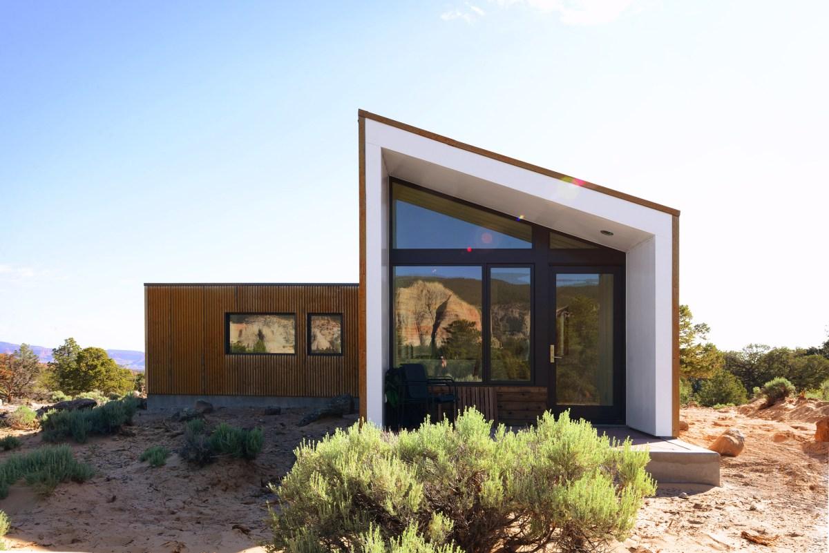 5522f812e58ecea9f800003f_capitol-reef-desert-dwelling-imbue-design_05_guest_house_rear_elevation
