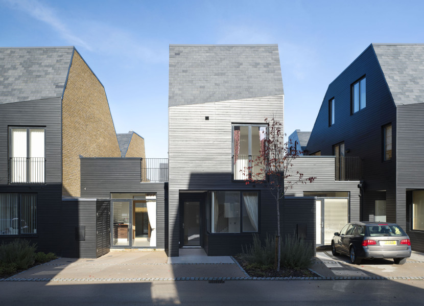 Alison-Brooks-Architects-_-Newhall-Be-_-Harlow-Essex-_-Photo-Courtyard-Houses-830x599