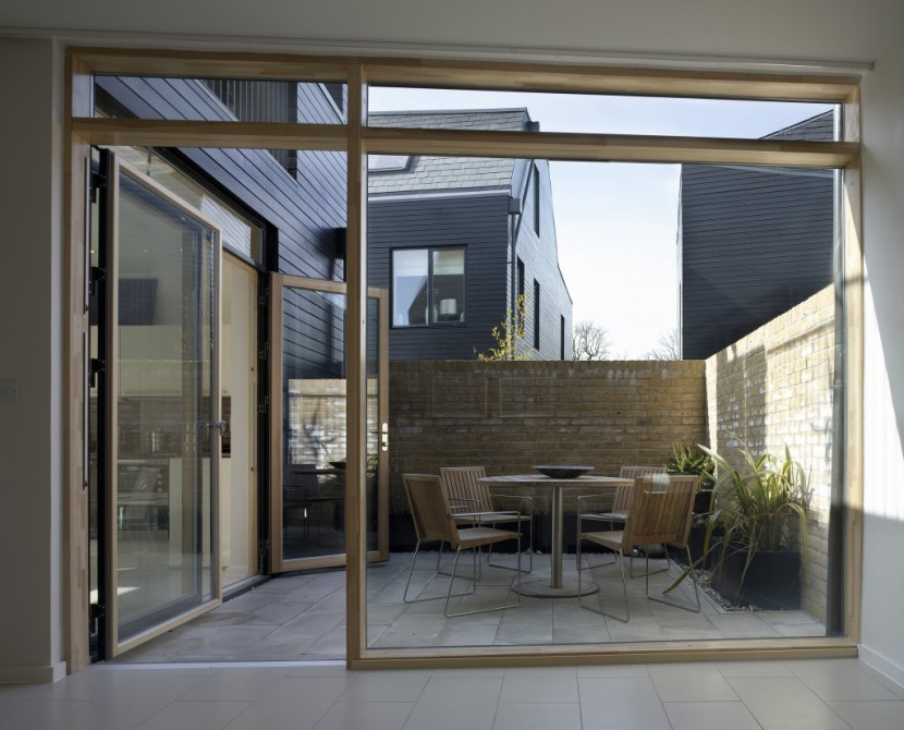 Alison-Brooks-Architects-_-Newhall-Be-_-Harlow-Essex-_-Photo-Courtyard-Houses-Interior-Exterior-830x670