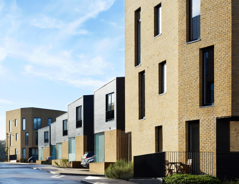 Alison-Brooks-Architects-_-Newhall-Be-_-Harlow-Essex-_-Photo-Rear-Facades-830x640
