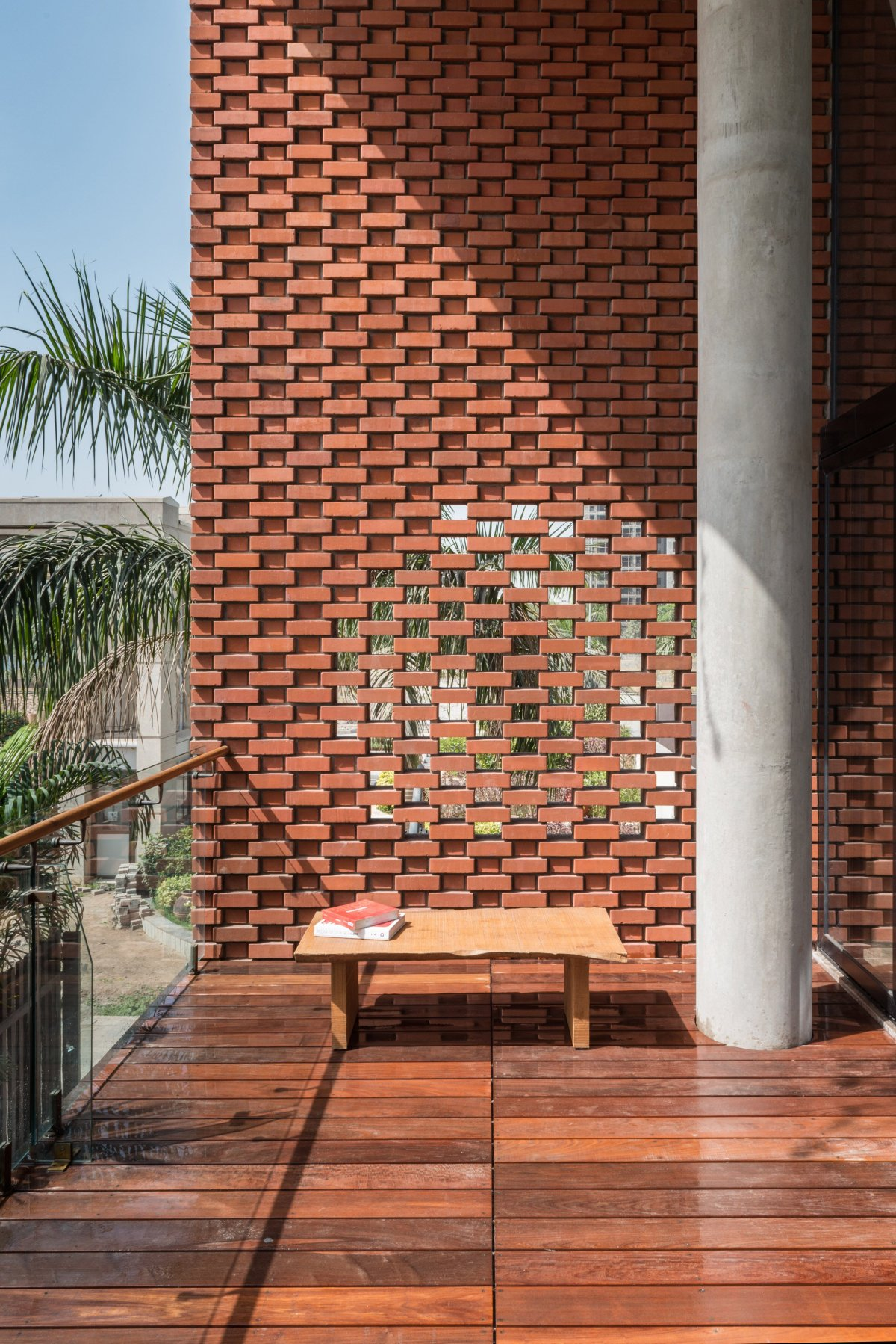 THE BRICK CURTAIN HOUSE IN INDIA BY DESIGN WORK GROUP