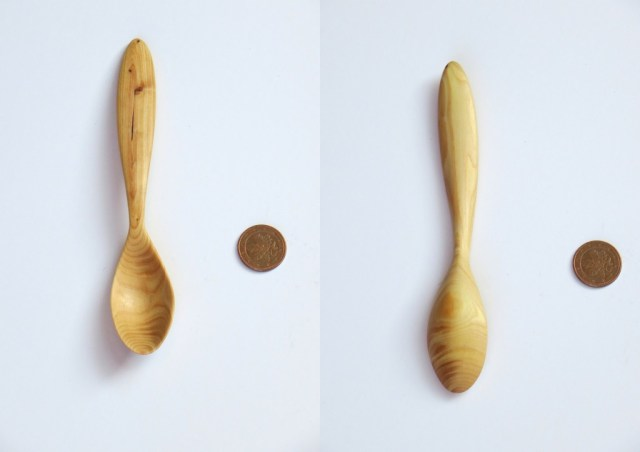 Bald cypress spoon (taxodium distichum). Twins to the little spoon in my previous post. It struck me how different the wood looked from the other spoon, while it was literally opposite side of the same piece of branch. I think the colors faded quite a bit over time. I'll write about color change in wood, and differences in appearance within the smae type of wood, in a future blog post.