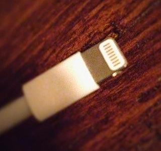 その『Lightning USBケーブル』大丈夫?非ライセンス商品に潜む罠とは