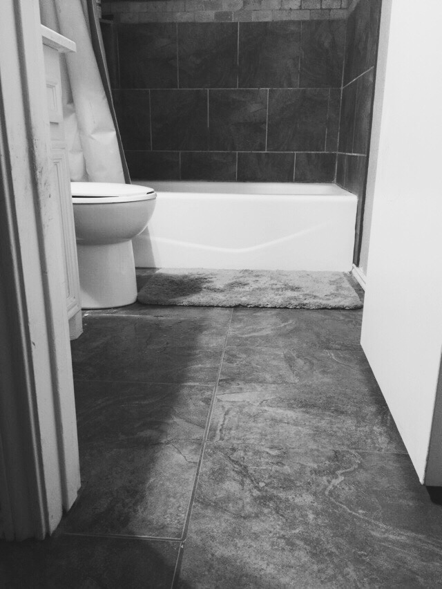 Bathtime-in-black-and-white