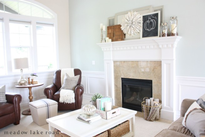 fall-living-room-and-mantel