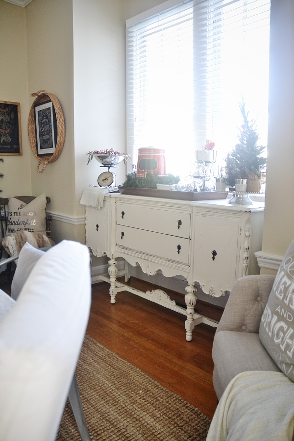 Cozy Rustic Christmas Dining Room - Christmas centerpiece, DIY wreaths, candles, texture, & more. A must pin for Christmas dining room inspiration!