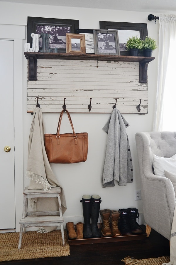 DIY rustic entryway coat rack - A super simple way to create organization in any size entryway or mud room! A must pin!