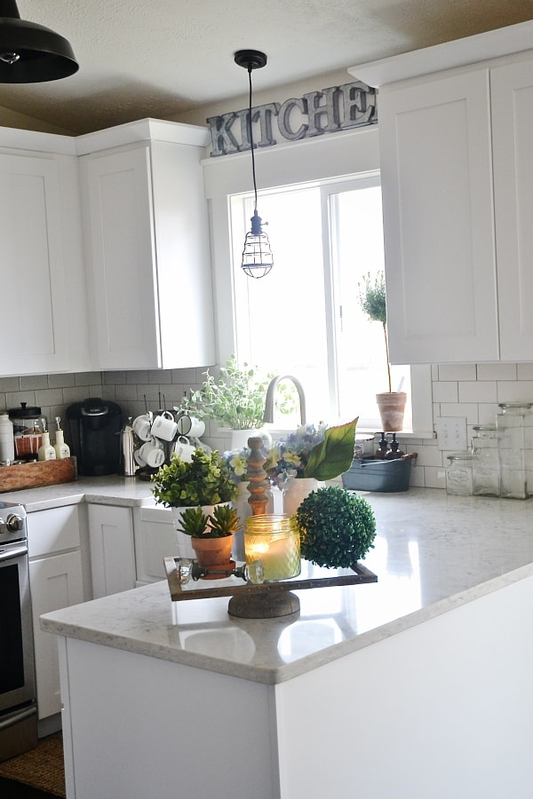 Farmhouse kitchen tray - Great way to cozy up a kitchen & display decor like plants, candles, & other treasures. Great home decor inspiration for a rustic farmhouse cottage style kitchen!