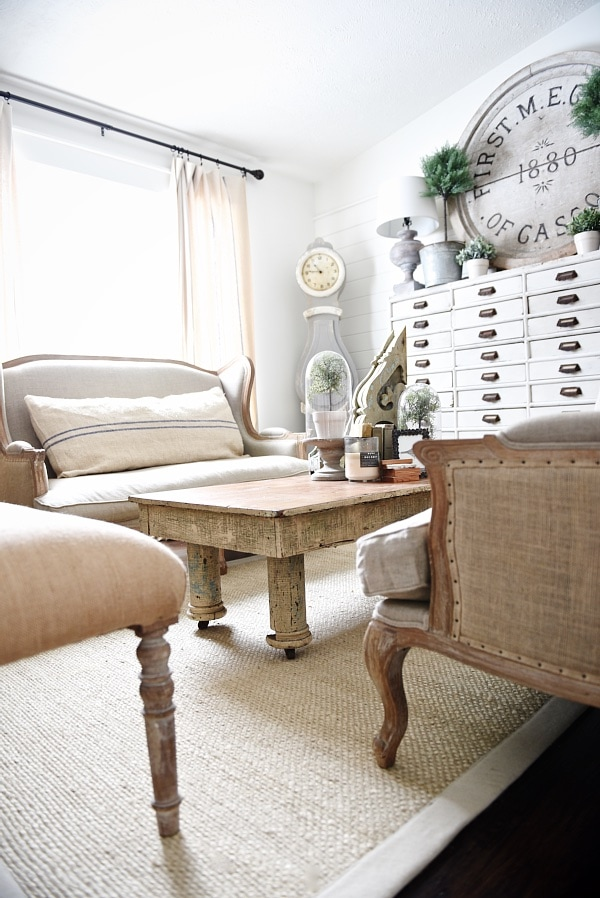 Cozy rustic farmhouse living room - rustic coffee table. neutral cozy decor.
