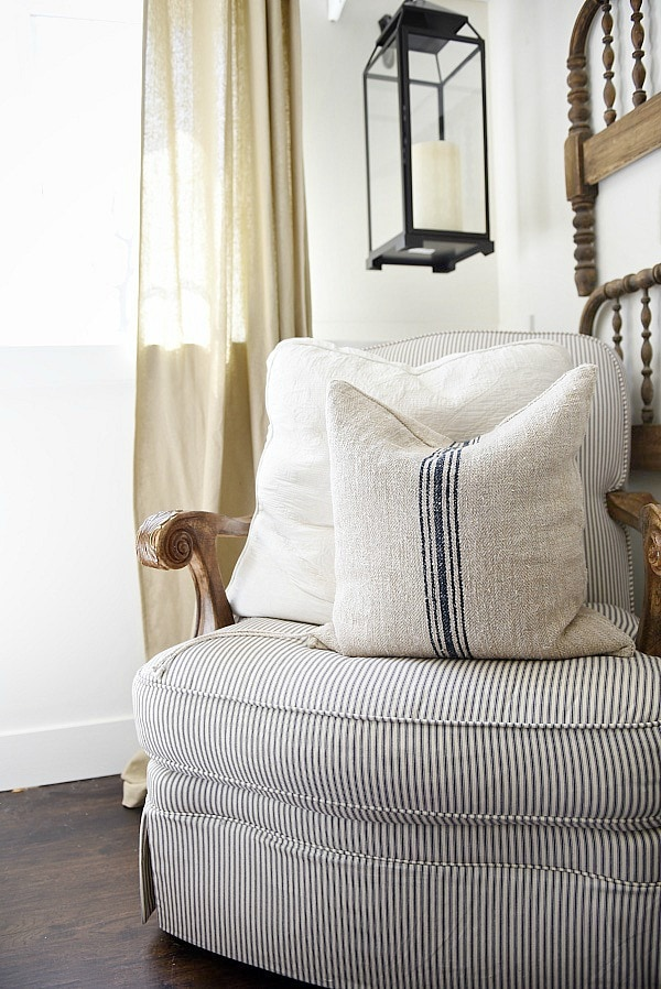 A great source for excellent quality grain sack pillows - a must pin for farmhouse style & cottage style authentic grain sack pillows.