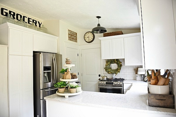 Farmhouse kitchen makeover - see how this 80's tri-level was turned into a farmhouse kitchen with some simple & easy steps. A must pin for farmhouse inspired decor!