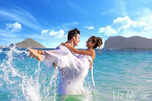 destination-mariage-photo-couple-a-la-plage