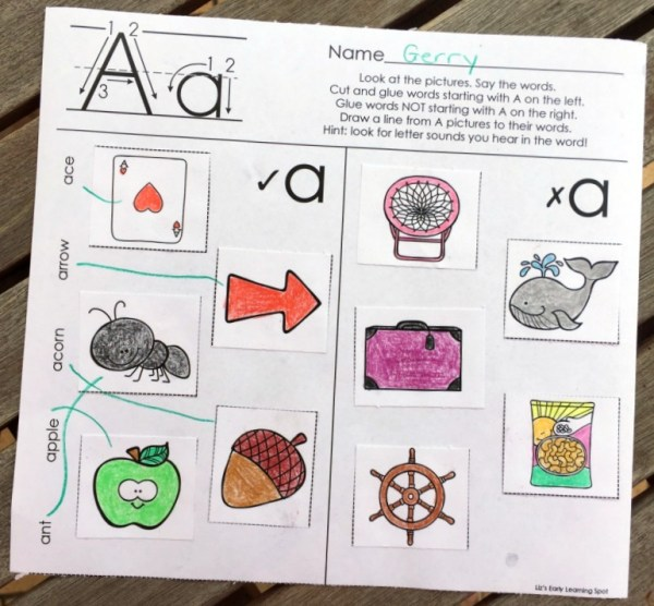 These free alphabet picture sorts are excellent for thinking about sounds and for using those fine motor skills!