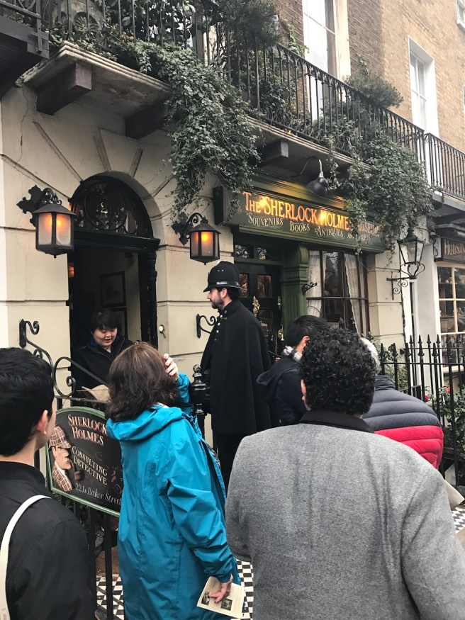 Book Lovers: Follow along an afternoon literary tour of central London!