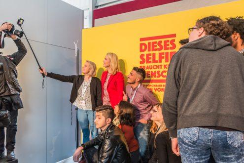 JugendPolitikTage // Forum Frei_Raum – Selfie mit der Bundesministerin Manuela Schwesig