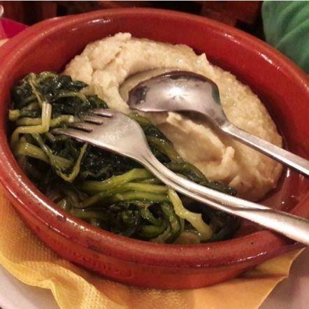 Platos de comida típica de Bari: fave e cicorie