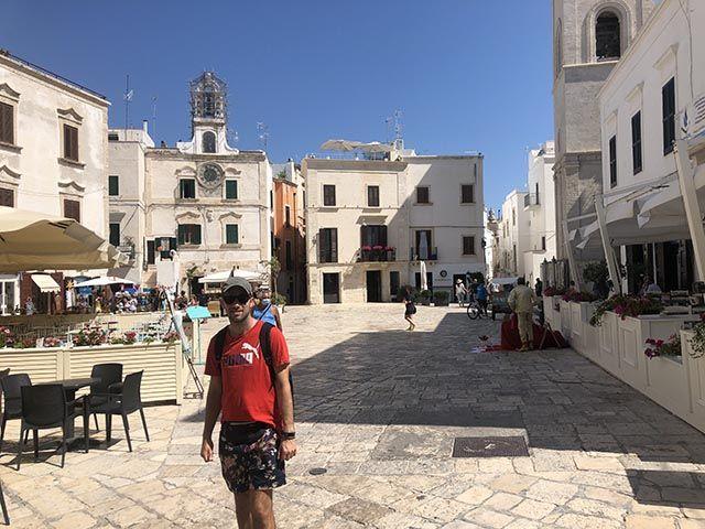 que ver en Polignano a Mare: plaza principal