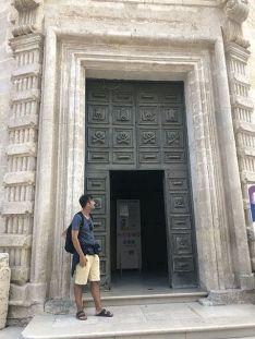 Puerta de la iglesia del Purgatorio