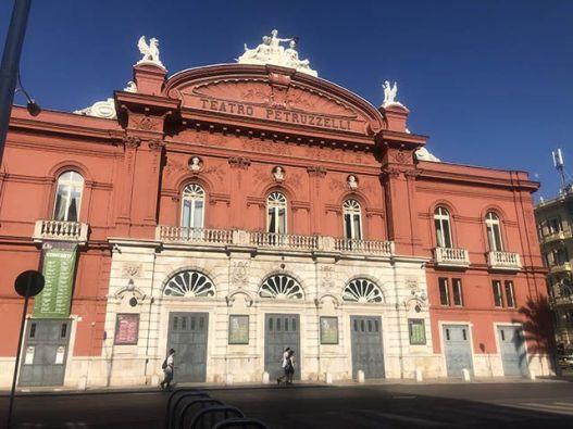 Itinerario de Bari en dos días: Teatro Petruzzelli