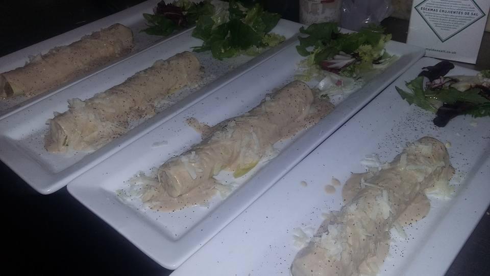 Canelón-de-pato-con-salsa-de-foie-y-parmensano-Ca-la-Blanquera.