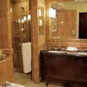 Island Shangri-La Hotel Bathroom