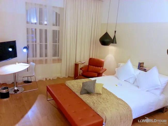 B2 Hotel Room