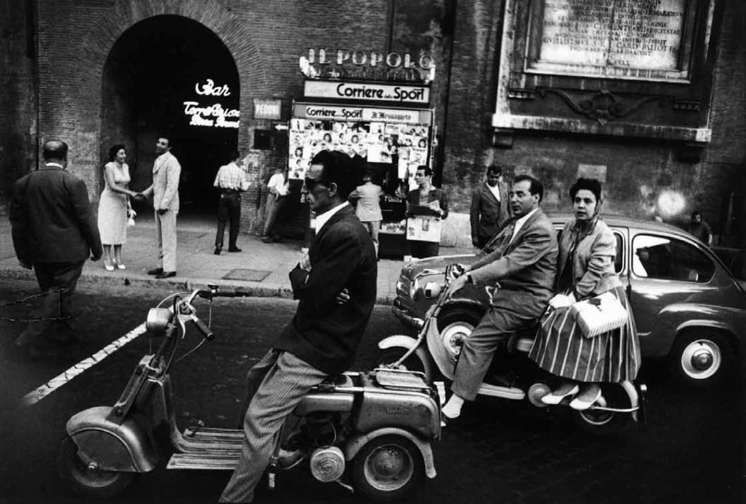 Piazzale Flaminio 1956 Stampa fotografica ai sali d'argento © William Klein