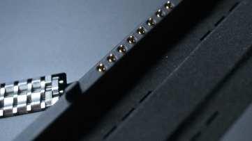 תקע החיבור המגנטי למקלדת