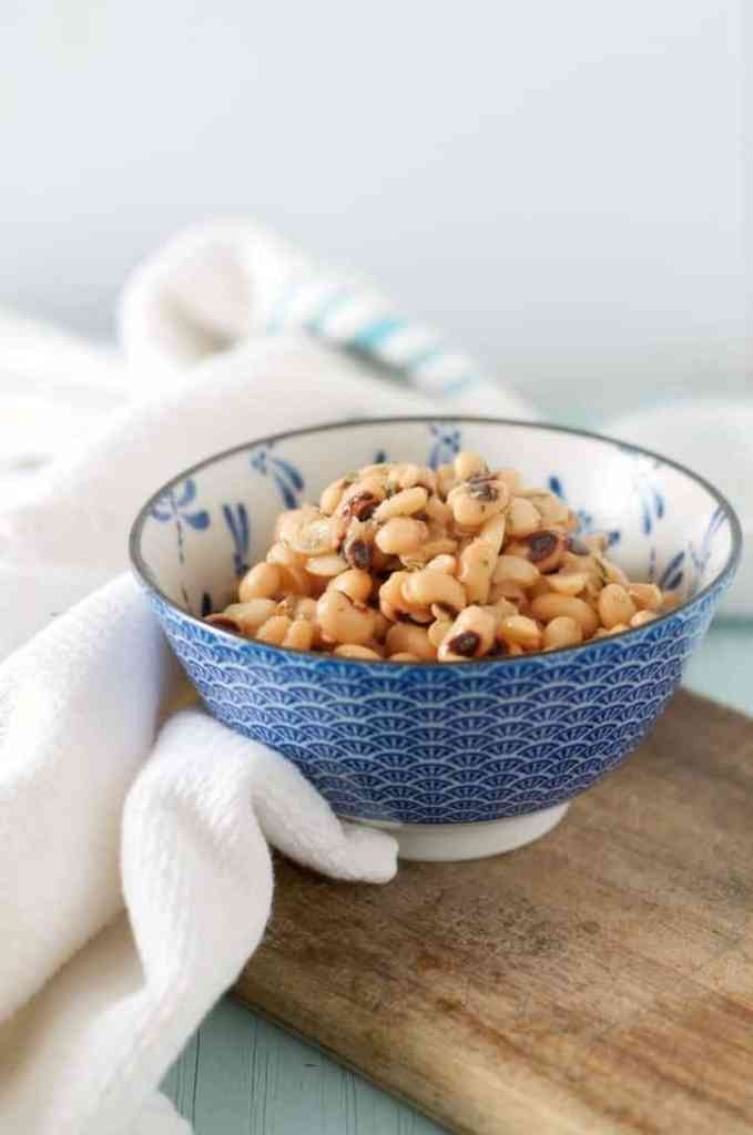 A side view of a bowl of black eyed peas