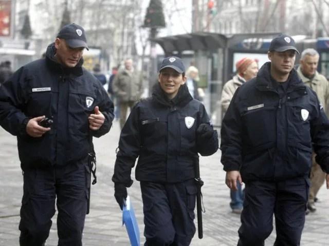 Komunalna policija kontroliše red na pijacama leve obale