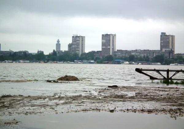 Dunav izašao iz korita, ali nasip ipak siguran 17-05-2014